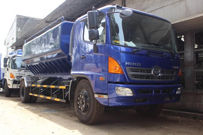 Xe tải Hino FC 9 khối chở thức ăn chăn nuôi, trả trước 100 triệu nhận xe ngay