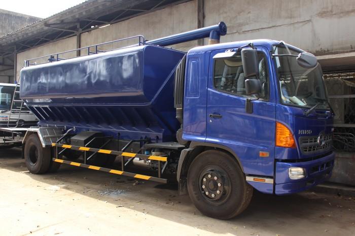 Xe tải Hino FC 9 khối chở thức ăn chăn nuôi, trả trước 100 triệu nhận xe ngay 1