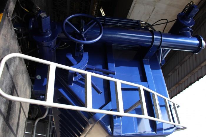 Xe tải Hino FC 9 khối chở thức ăn chăn nuôi, trả trước 100 triệu nhận xe ngay 0