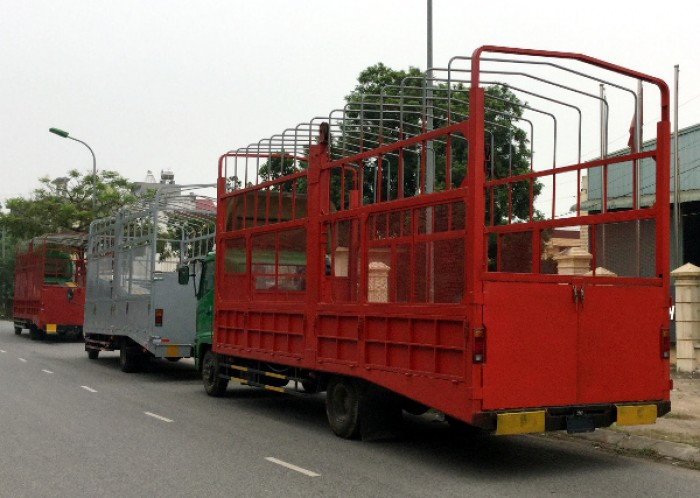 Xe tải Hino FC chuyên chở xe máy, xe ô tô 1