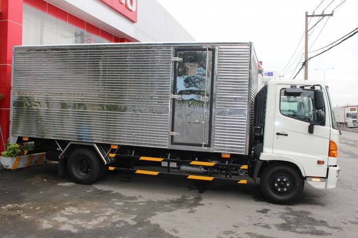 Giá xe tải Hino FC 6.4 thùng kín inox, trả trước 100 triệu giao xe ngay - Gọi 0978015468 (MrGiang 24/24)