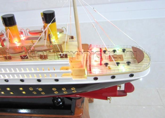 Mô Hình Du Thuyền Gỗ RMS Titanic : Dài 60 cm x Rộng 10 cm x Cao 27 cm. Giá: 850.000₫