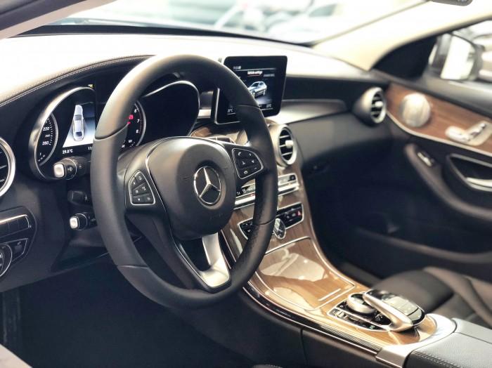 Chính chủ cần bán xe Mercedes C250 2018 màu Trắng đã qua sử dụng 6