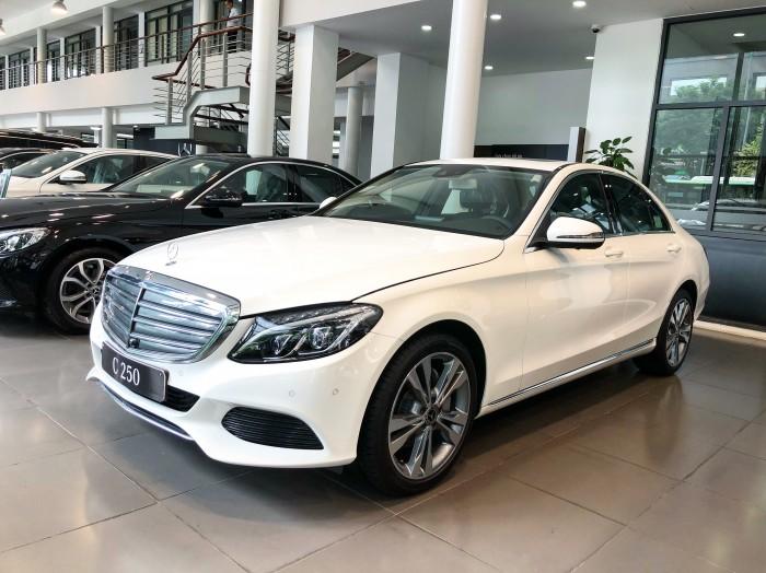 Chính chủ cần bán xe Mercedes C250 2018 màu Trắng đã qua sử dụng 2