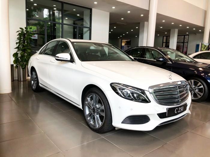 Chính chủ cần bán xe Mercedes C250 2018 màu Trắng đã qua sử dụng 1