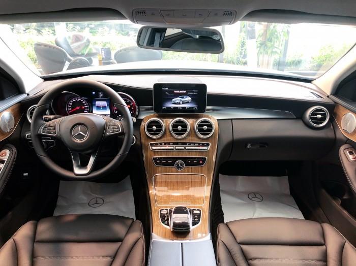 Chính chủ cần bán xe Mercedes C250 2018 màu Trắng đã qua sử dụng 0