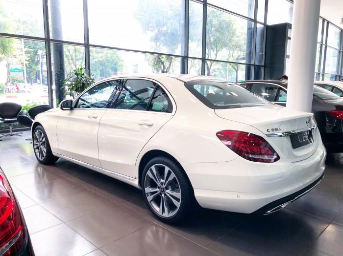 Chính chủ cần bán xe Mercedes C250 2018 màu Trắng đã qua sử dụng 3