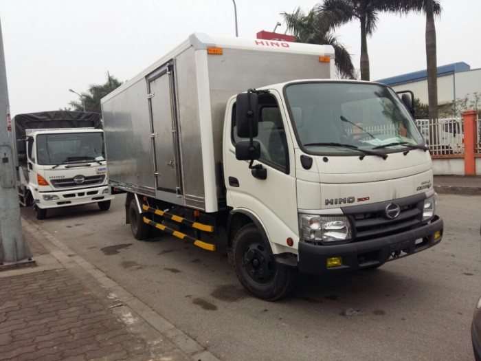 Xe tải Hino Dutro WU342L thùng kín inox 4.2 tấn, trả trước 100 triệu giao xe ngay 1