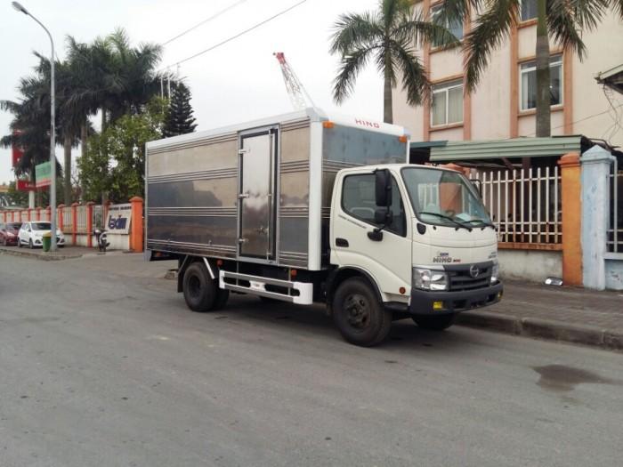 Xe tải Hino Dutro WU342L thùng kín inox 4.2 tấn, trả trước 100 triệu giao xe ngay 0