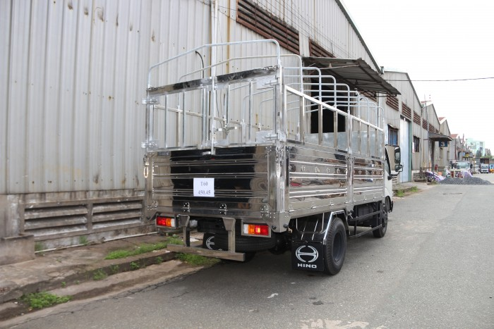 Xe tải Hino Dutro WU342L thùng mui bạt 5 tấn, trả trước 100 triệu giao xe ngay