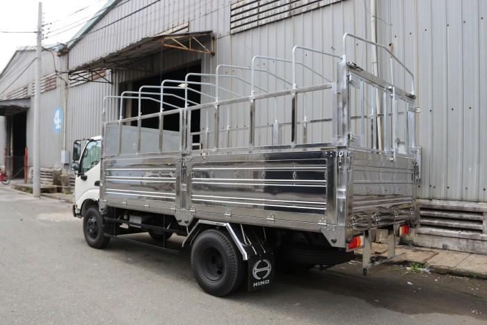 Xe tải Hino Dutro WU342L thùng mui bạt 5 tấn, trả trước 100 triệu giao xe ngay - Gọi 0978015468 (MrGiang 24/24)