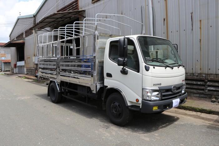 Giá xe tải Hino Dutro WU342L thùng mui bạt 5 tấn, trả trước 100 triệu giao xe ngay - Gọi 0978015468 (MrGiang 24/24)