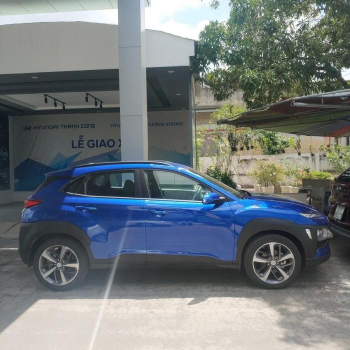 Bán Hyundai Kona 2.0 AT 2018, màu xanh lam, có giao ngay