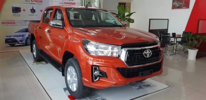 Toyota bán tải Hilux 2.4 AT (4x2) màu cam 2019 3