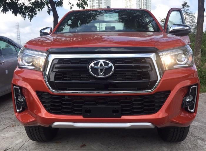 Toyota bán tải Hilux 2.8 AT (4x4) màu cam 2019 4