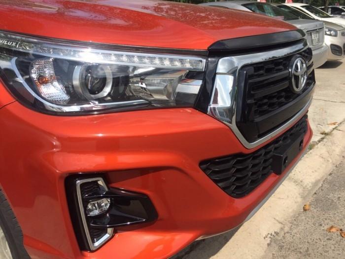 Toyota bán tải Hilux 2.8 AT (4x4) màu cam 2019 3