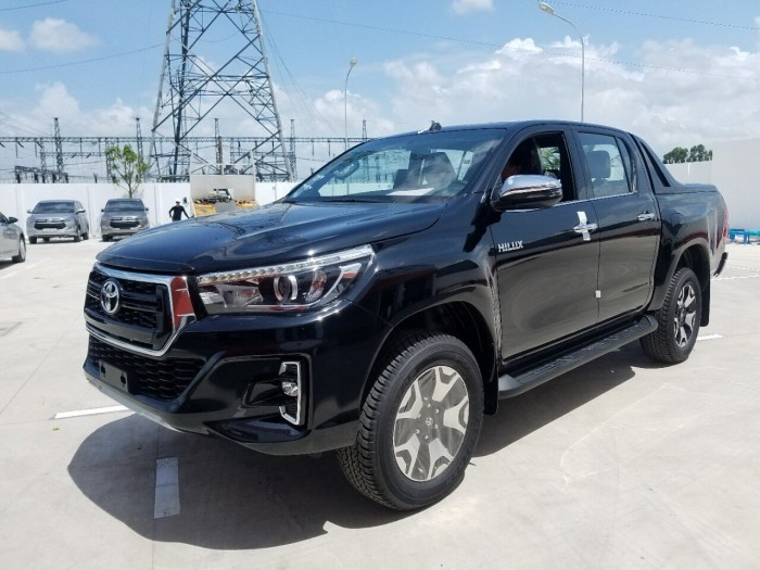 Toyota bán tải hilux 2.8 at (4x4) màu đen 2019 mới