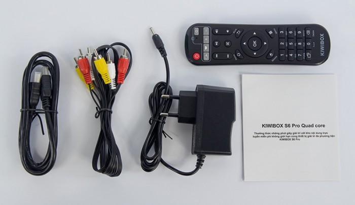 KIWIBOX S6 PRO – RAM 2GB đầy đủ phụ kiện gồm có: Kiwibox S6 Pro, Dây HDMI, AV, Cục nguồn, Remote theo máy, hướng dẫn sử dụng. Khuyến mãi  Remote nói Kiwi V3.0