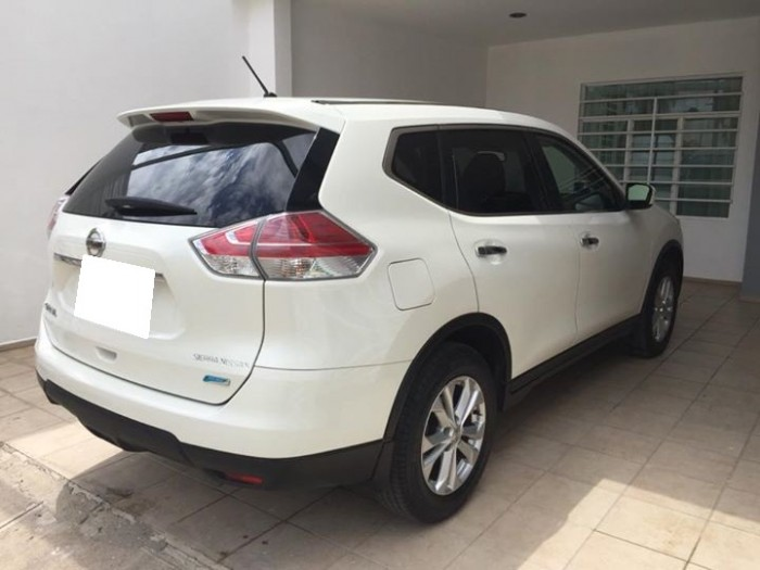 Bán xe Nissan X-Trail 2017 đk 2018 tự động bản full màu trắng