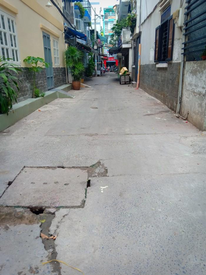 Bán nhà căn góc hẻm Lê Hồng Phong rất gần mặt tiền, phường 1, quận 10.