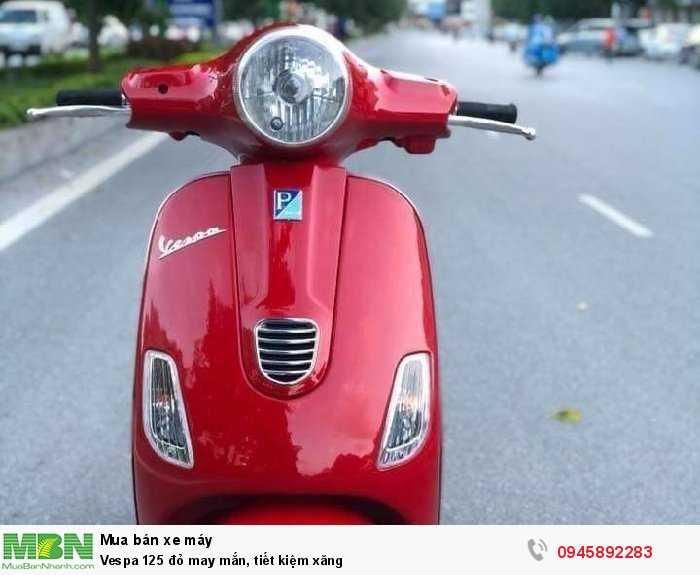 Vespa 125 đỏ may mắn, tiết kiệm xăng