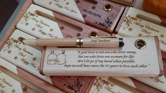 Bút gỗ khắc tên2