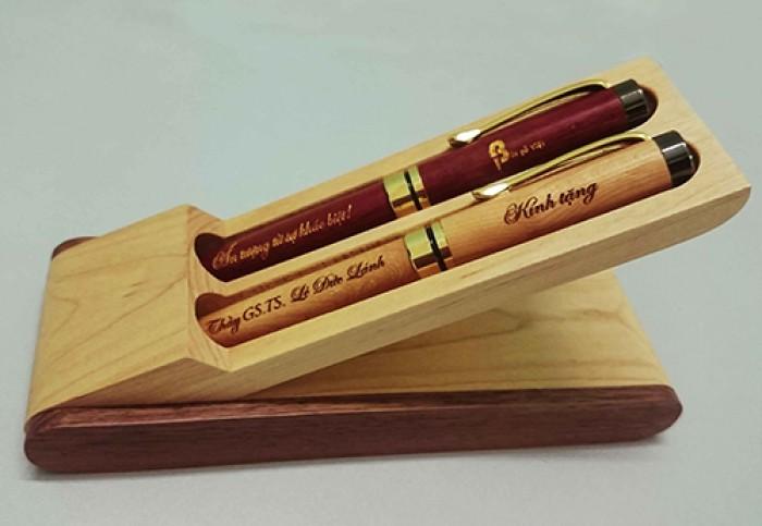 Hộp bút gỗ khắc tên1