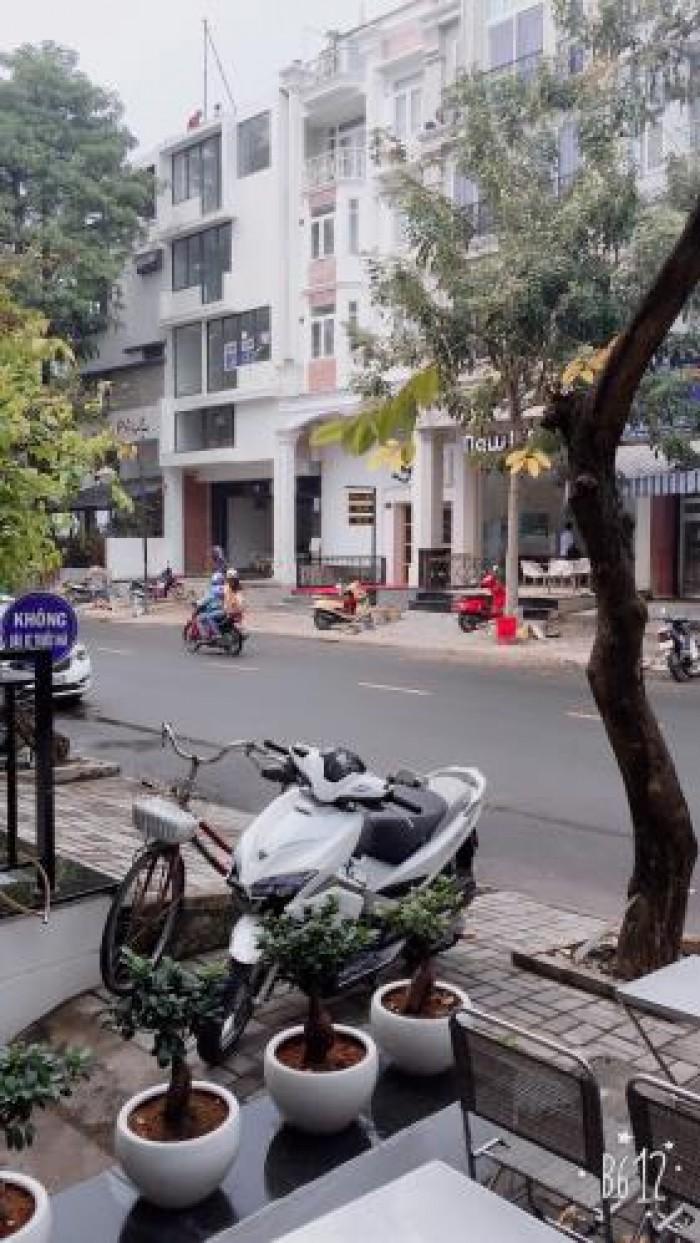 Cho thuê căn hộ dịch vụ gần SC Vivo City(Q7), trong KĐT Phú Mỹ Hưng.