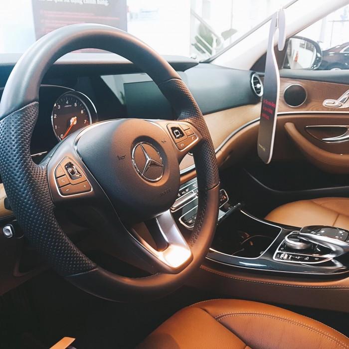 Cần bán Mercedes E200 2017 màu Đen chính hãng đã qua sử dụng