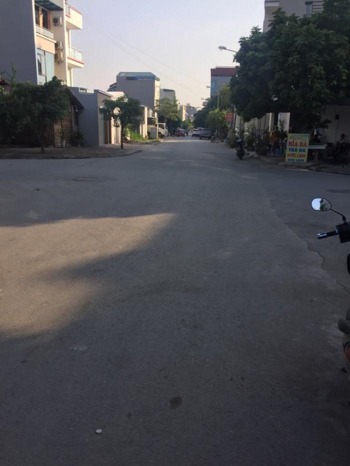 Bán đất khu đô thị Trâu Quỳ, DT 60m2 mặt đường kinh doanh 17m giá 3.1 tỷ đã có sổ đỏ