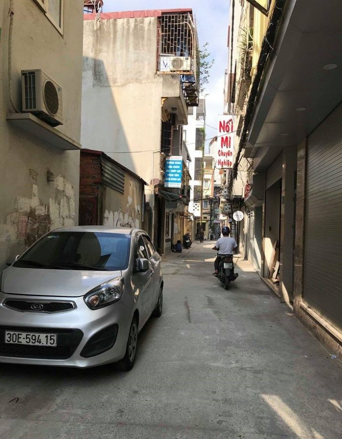 Bán nhà riêng ngõ 10 Tôn Thất Tùng, nhà mới lô góc, ô tô đỗ cửa