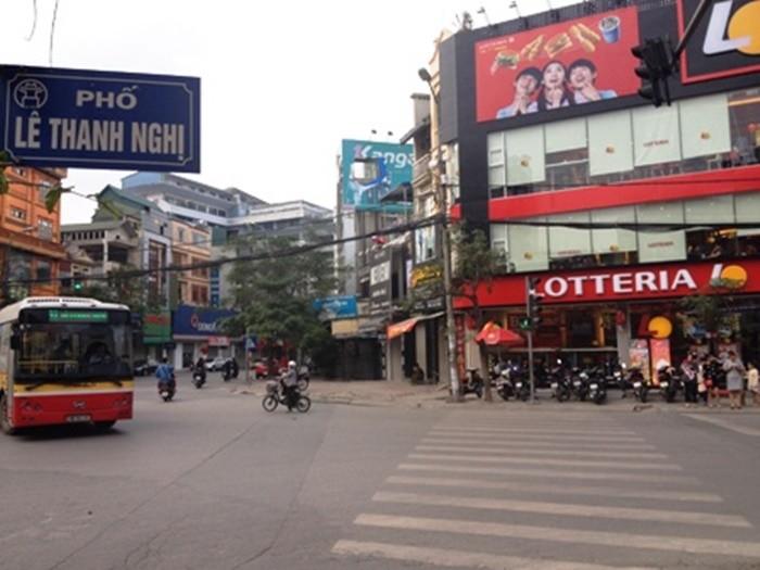 Bán nhà đẹp 4 tầng, SDCC, kinh doanh sầm uất, ô tô vào nhà phố Lê Thanh Nghị giá 7.9 tỷ