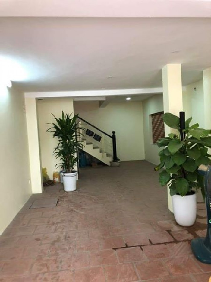 Tòa nhà 7 tầng thang máy chờ 12 phòng khép kín ô tô vào kinh doann