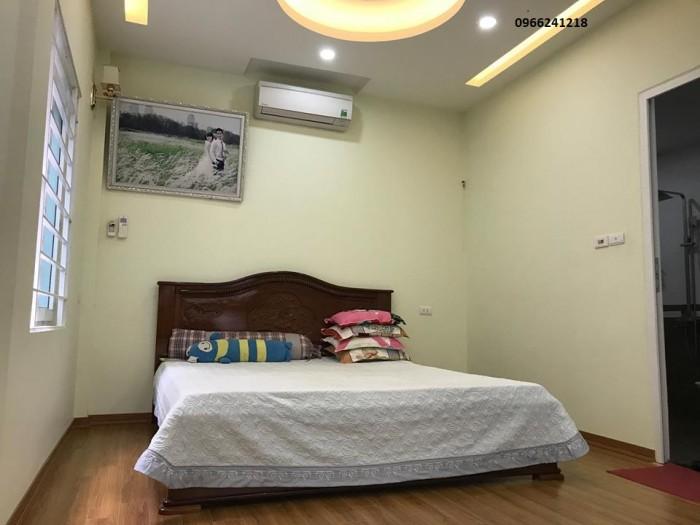 Bán nhà riêng phố Yên Hòa 33m2. Nhà mới nội thất tiện nghi.
