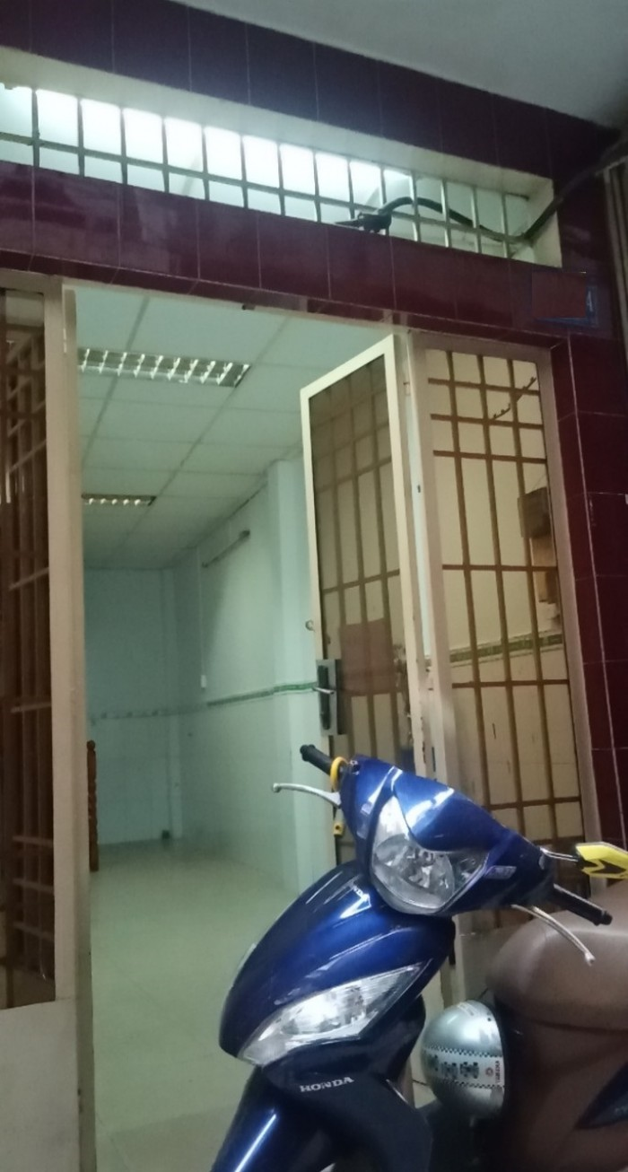 Bán nhà phố liền Q1, đường Nguyễn Thị Minh Khai. DT: 41m2
