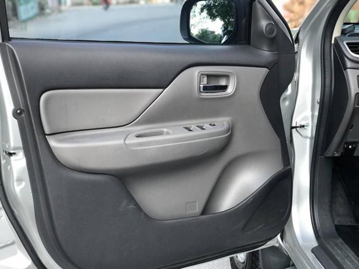 Bán Mitsubishi Triton 2018 máy dầu số sàn màu bạc xe đẹp cực kỳ