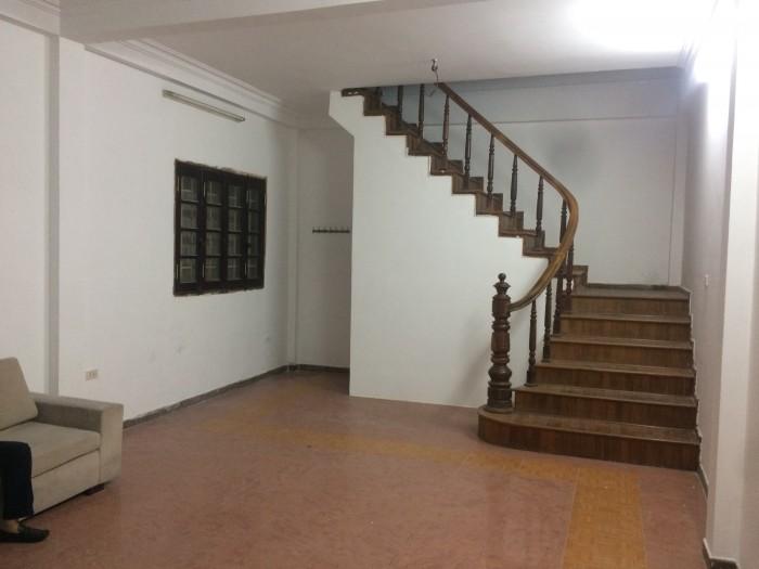 Cho thuê nhà ngõ 81 Linh Lang, Ba Đình. Diện tích 40m2 x 6 tầng có thể cho thuê 1-2-3 tầng, gần trung tâm