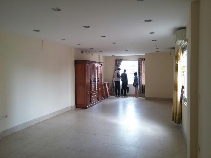 Cho thuê nhà mặt phố Giảng Võ, Ba Đình. Diện tích 90m2 x 5 tầng nhà có điều hòa âm trần