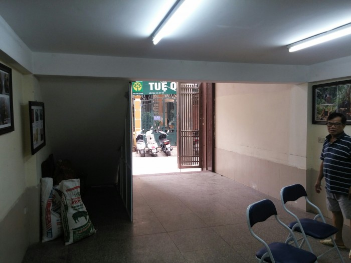 Cho thuê nhà mặt phố Giang Võ, Ba Đình. Diện tích đất 197m2  diện tích sd 50m2 x 3 tầng có sân trước nhà