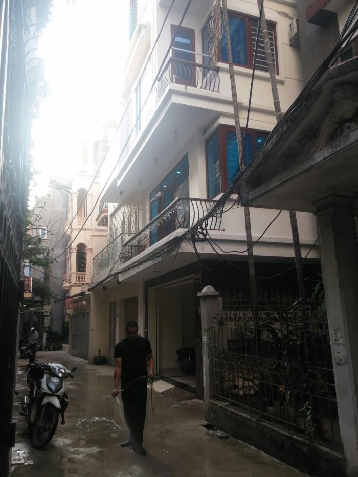 Cho thuê nhà mặt ngõ rộng phố Hoa Bằng,ô tô đỗ trong nhà, diện tích 50m2/ tầng * 6.5 tầng, có thang máy
