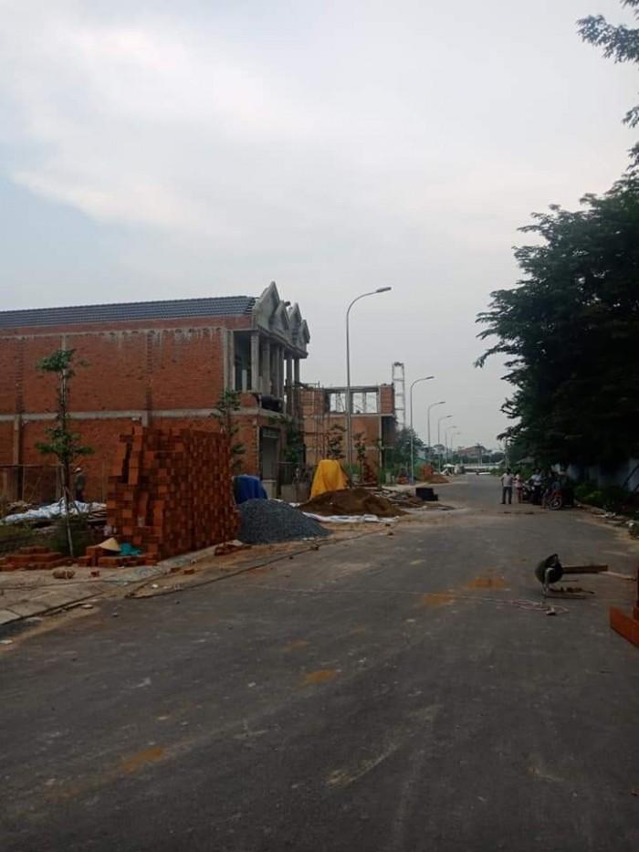 Bán đất nền mặt tiền đường 20m ở Q9,70m2