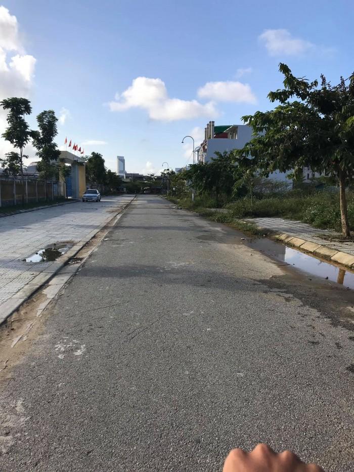 Bán nhanh lô đất mặt tiền đối diện trường Đặng Văn Ngữ