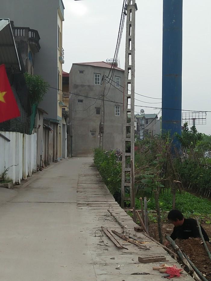 Bán gấp lô đất nằm giữa Bến xe Gia Lâm mới và cảng nội địa.