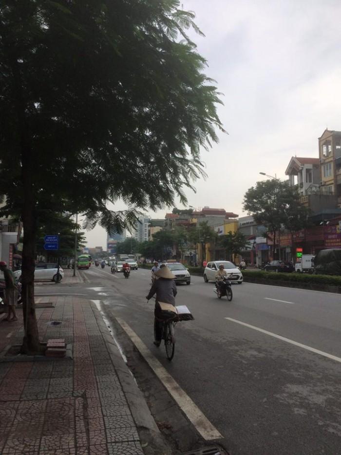 Cho thuê nhà nguyên căn mặt đường Nguyễn Văn Cừ,vị trí đẹp,Giá 20tr/tháng