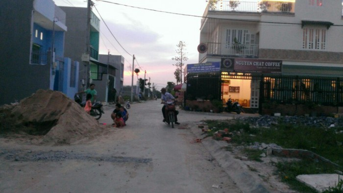 Gia đình tôi cần bán gấp lô đất ngay chợ Long Phước quận 9