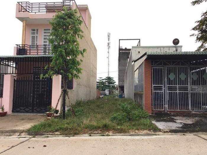 Nhà tôi cần bán lô đất 300m2 (10x30m) gần góc, tc 100%, shr