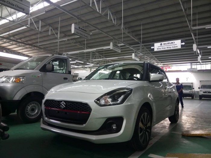 Xe Suzuki Swift 2019 màu trắng