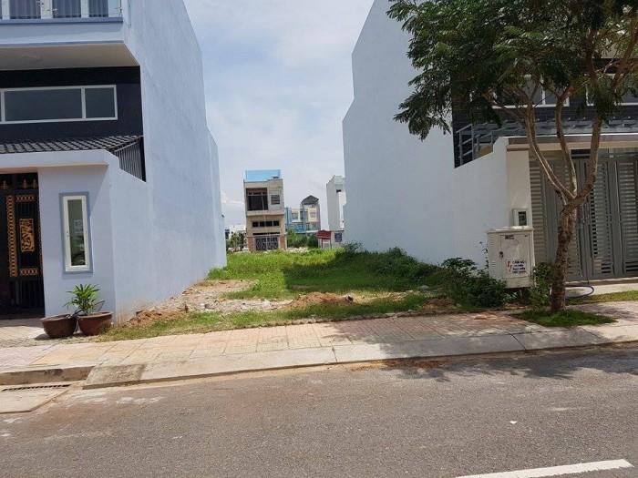 Bán gấp đất Quận 7 mặt tiền đường Huỳnh Tấn Phát, phường Phú Mỹ, Q7