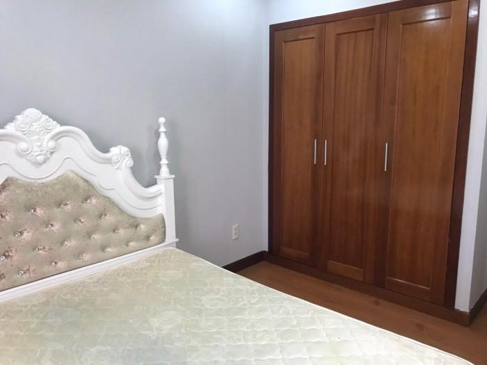 Cần bán gấp căn hộ Giai Việt, Tạ Quang Bửu, Q8. Diện tích 150m2, 3 phòng ngủ