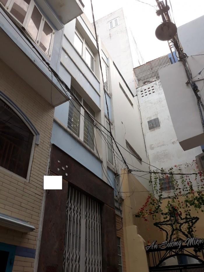 Bán nhà 2 Lầu ST ngay trung tâm quận 3 đường Lê Văn Sĩ